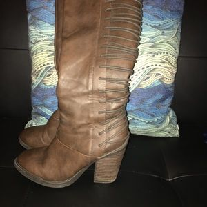 Stylish knee high boots with back detail